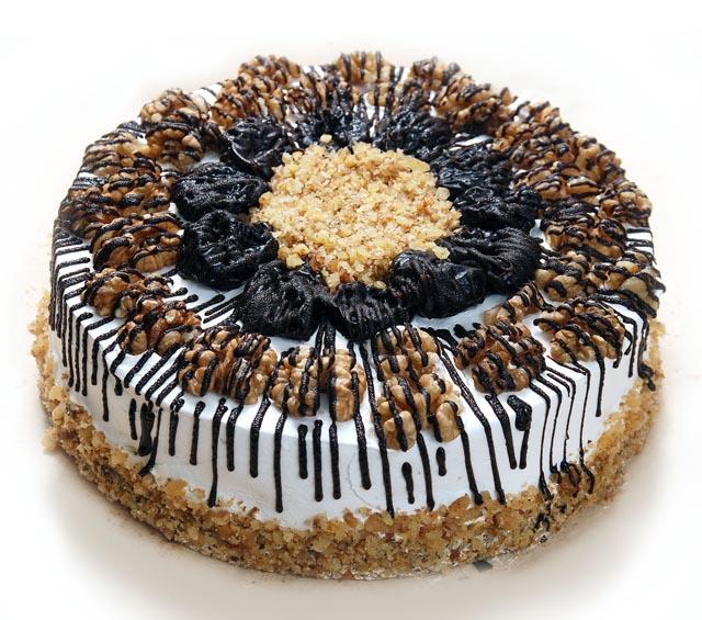 Украшение торта с черносливом фото