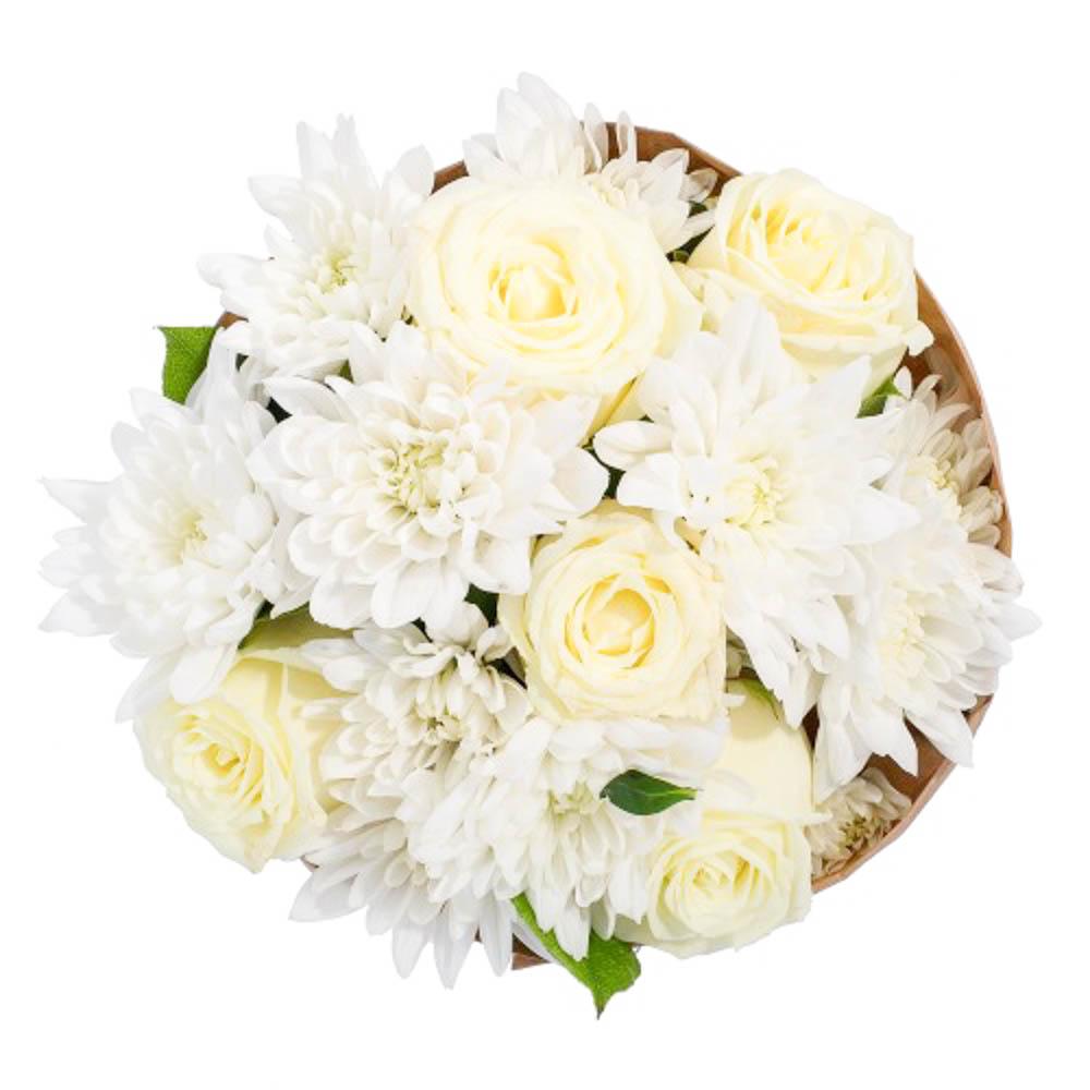 Собачку, большой букет из белых хризантем и роз фото