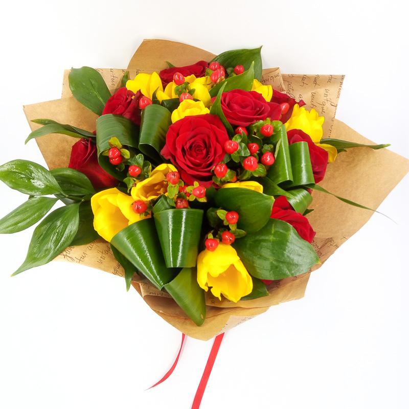 Цветы, юбилейные букеты из роз и тюльпанов фото