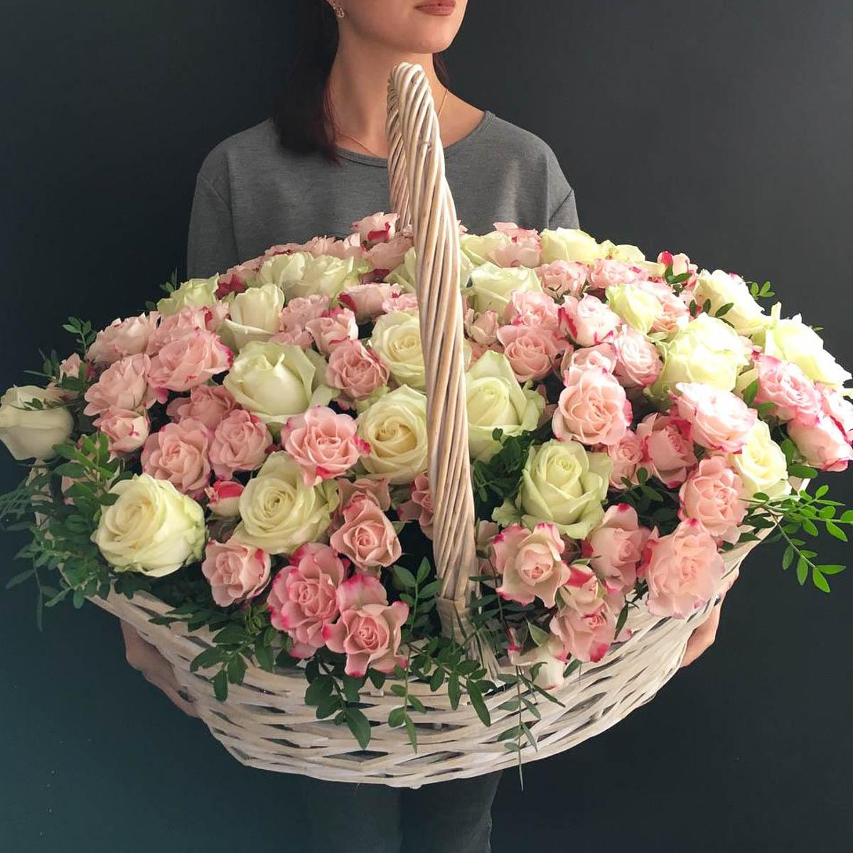 Фото корзины розовых роз