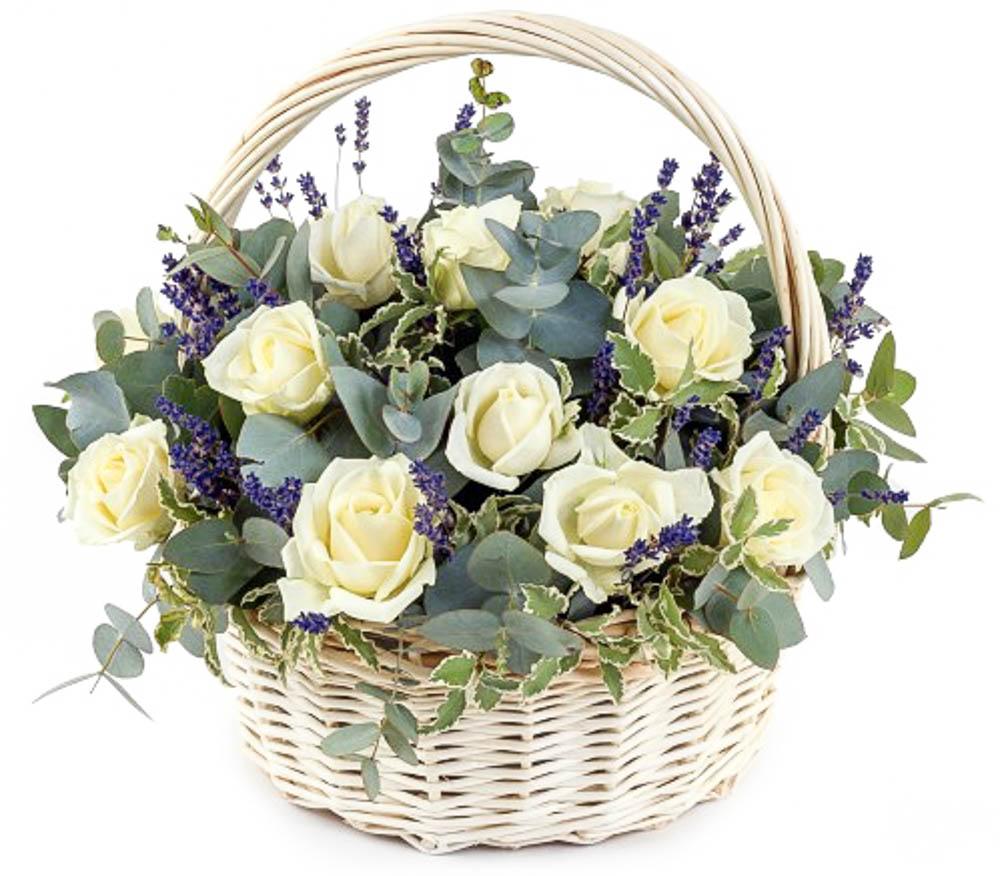 Цветы ночью, букеты в корзинах для офиса